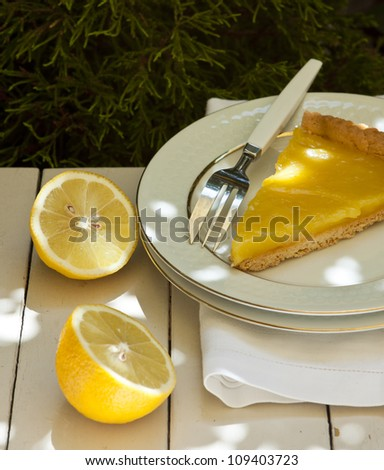 Lemon tart sliced ??freshly baked