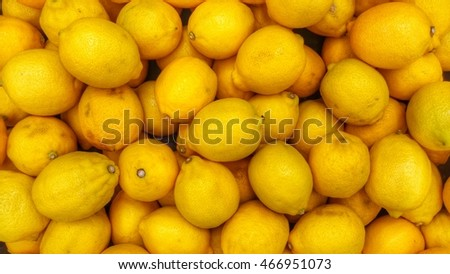 Lemons in the market