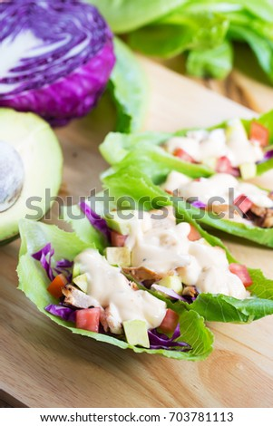 lettuce wrap with chicken and dressing