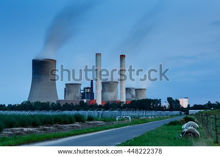 Lignite power plant with access road
