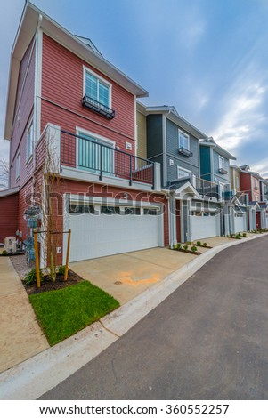 Line, row of townhouses. Nice and comfortable great neighborhood, community. Vertical.
