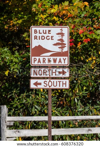Linville falls, United States: October 10, 2016: Parkway Directional Sign in autumn