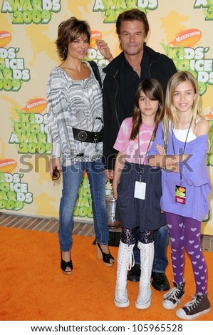Lisa Rinna with Harry Hamlin and family at Nickelodeon's 2009 Kids' Choice Awards. Pauly Pavillion, Westwood, CA. 03-29-09