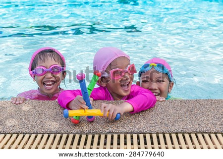 Little asian girls enjoy swimming