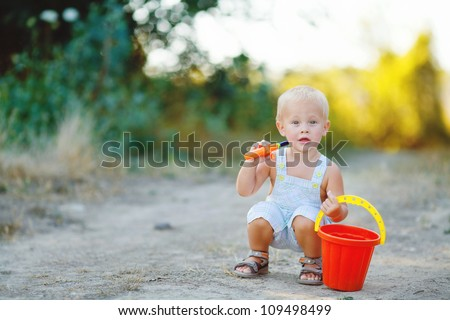 Little boy iwith bucket n summer outdoor