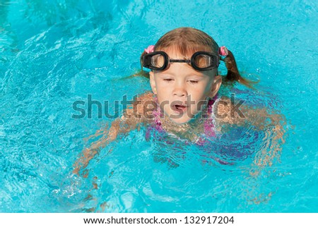 little girl playing in the swimming pool