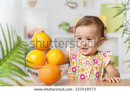 Little girl with a oranges