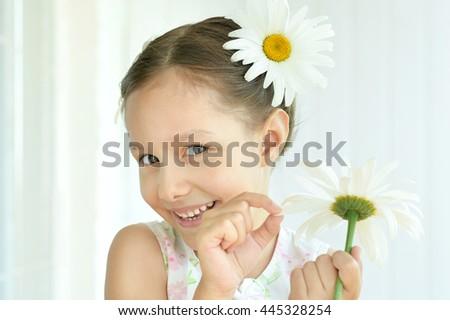 Little girl with dasies flowers - stock photo