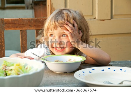 Little girl with dishes with vegetables