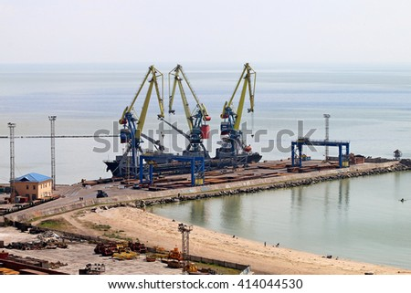 loading and unloading of ships in the sea port