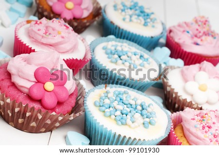 Loads of party cupcakes in baby blue and pink - stock photo