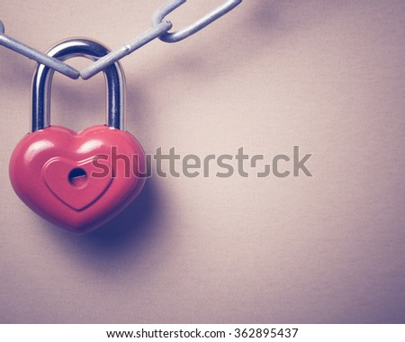 Lock in the form of a heart.