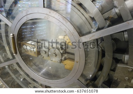 Locking mechanism with gears