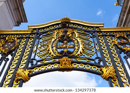 LONDON - APR 5 : Golden arch of Buckingham palace pictured on April 5th, 2013, in London, UK. Built in 1705, the Palace is the official London residence and principal workplace of the British monarch. - stock photo