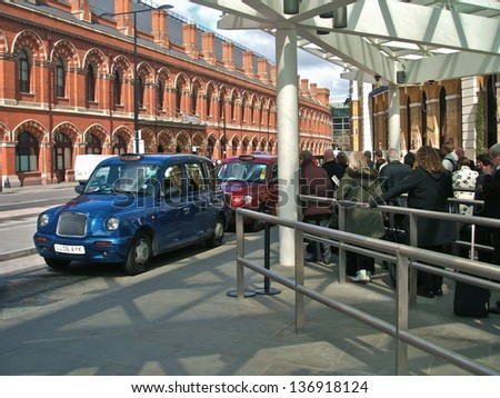 LONDON - APRIL 29 : A London Taxi or 'Black Cab' in Piccadilly on April 29, 2013 in London, UK. All London cabs undergo a strict annual mechanical test before they are allowed to ply for hire. - stock photo