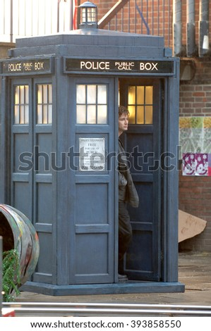 LONDON - AUG 5, 2005: Billie Piper and David Tennant  filming scenes for Dr Who on Aug 5, 2005 in London