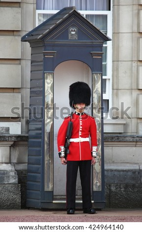 LONDON - AUGUST 6: One soldier stand guard outside Buckingham Palace on August 6, 2014 in London, England - stock photo