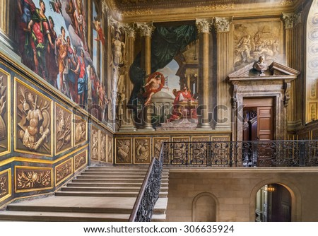 London,England, 10th August 2015:Hampton Court Palace is a royal palace in the borough of Richmond in London .It has not been inhabited by the British Royal Family since the 18th century. - stock photo