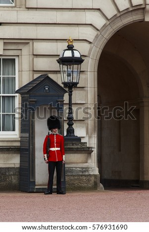 LONDON, GREAT BRITAIN - MAY 9, 2014: This is one of the guards near the main entrance to Buckingham Palace.