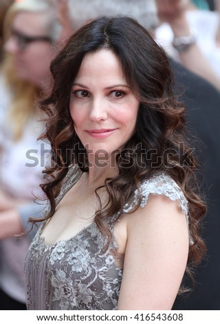 LONDON - JUL 22, 2013: Mary-Louise Parker attends the European Premiere of Red 2 at Empire Leicester Square on Jul 22, 2013 in London