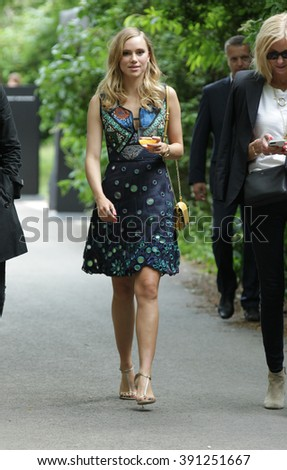 LONDON - JUN 15, 2015: Suki Waterhouse attends the Burberry Prorsum fashion show, London Collections: Men, Spring Summer 2016 on Jun 15, 2015 in London
