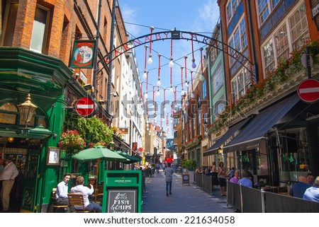 LONDON, UK - 22 JULY, 2014: Kingly st. going in parallel to Regent street. Famous shopping and restaurants aria
