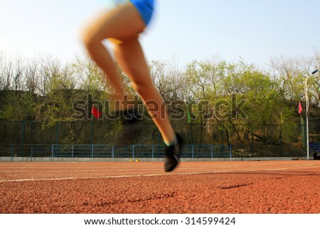 long-distance runner, dynamic image, closeup of photo