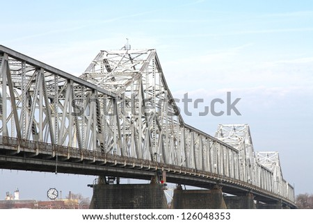Long-Span White Steel Truss Roadway River Bridge