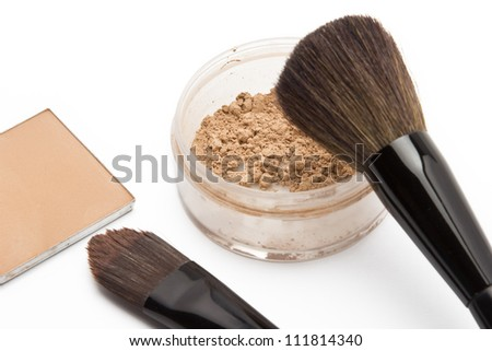 Loose powder and compact powder with brushes