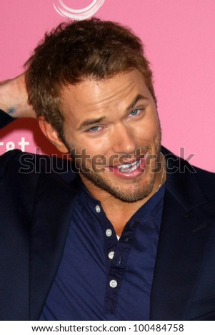 LOS ANGELES - APR 18:  Kellan Lutz arrives at the 2012 US Hot Hollywood Party  at Greystone Manor on April 18, 2012 in Los Angeles, CA