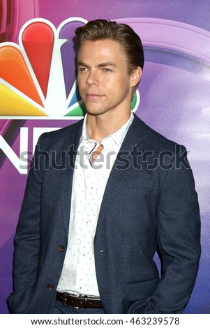 LOS ANGELES - AUG 2:  Derek Hough at the NBCUniversal TCA Summer 2016 Press Tour at the Beverly Hilton Hotel on August 2, 2016 in Beverly Hills, CA
