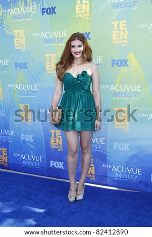 LOS ANGELES - AUG 7:  Holland Roden arriving at the 2011 Teen Choice Awards at Gibson Amphitheatre on August 7, 2011 in Los Angeles, CA