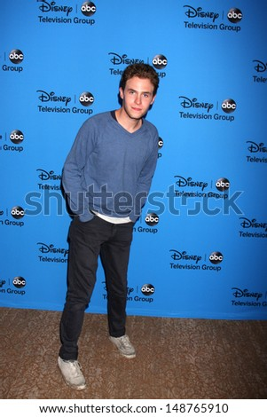 LOS ANGELES - AUG 4:  Iain De Caestecker arrives at the ABC Summer 2013 TCA Party at the Beverly Hilton Hotel on August 4, 2013 in Beverly Hills, CA