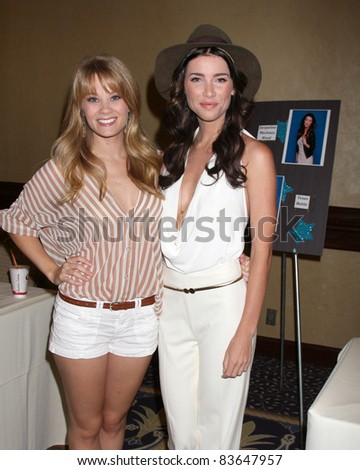 LOS ANGELES - AUG 27:  Kin Matula, Jacqueline MacInnes Wood attending the Bold & The Beautiful Fan Event 2011 at the Universal Sheraton Hotel on August 27, 2011 in Los Angeles, CA