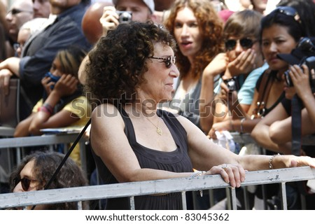 LOS ANGELES - AUG 18: Rhea Perlman as Danny DeVito is honored with a star on the Hollywood Walk of Fame in Los Angeles, California on August 18, 2011.