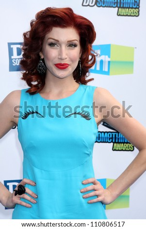 LOS ANGELES - AUG 19:  Stevie Ryan arrives at the 2012 Do Something Awards at Barker Hanger on August 19, 2012 in Santa Monica, CA