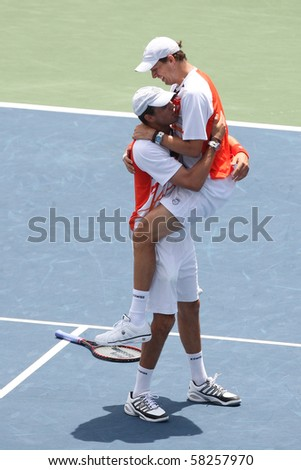 LOS ANGELES, CA. - AUGUST 1: Bob Bryan & Mike Bryan play the doubles final against Eric Butorac & Jean-Julien Rojer at the 2010 Farmers Classic on August 1 2010 in Los Angeles.