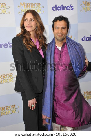 """LOS ANGELES, CA - MARCH 17, 2012: Julia Roberts & director Tarsem Singh at the world premiere of their movie """"Mirror Mirror"""" at Grauman's Chinese Theatre, Hollywood. March 17, 2012  Los Angeles, CA - stock photo"""