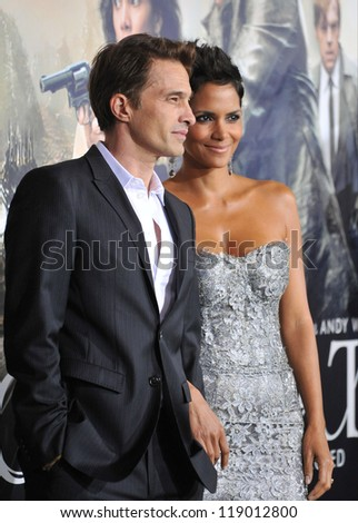 """LOS ANGELES, CA - OCTOBER 24, 2012: Halle Berry & Olivier Martinez at the Los Angeles premiere of her new movie """"Cloud Atlas"""" at Grauman's Chinese Theatre, Hollywood. - stock photo"""