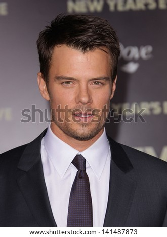 "LOS ANGELES - DEC 05:  JOSH DUHAMEL arriving to ""New Year's Eve"" World Premiere  on December 5, 2011 in Hollywood, CA"