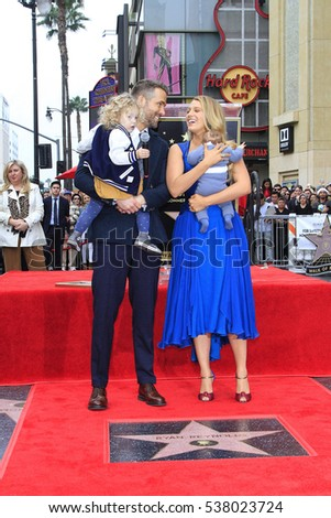LOS ANGELES - DEC 15: Ryan Reynolds, Blake Lively, daughters at a ceremony as Ryan Reynolds is honored with a star on the Hollywood Walk of Fame on December 15, 2016 in Los Angeles, California