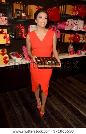 LOS ANGELES - FEB 3:  Eva Longoria at the Eva Longoria Shows Public Display of Godiva Chocolate at the Godiva on February 3, 2016 in Glendale, CA