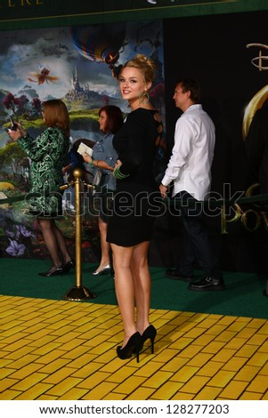 LOS ANGELES - FEB 13:  Hunter King at the 'Oz THe Great and Powerful!'  World Premiere at the El Capitan Theater on February 13, 2013 in Los Angeles, CA