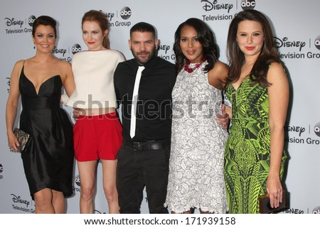 LOS ANGELES - JAN 17:  Bellamy Young, Darby Stanchfield, Guillermo Diaz, Kerry Washington, Katie Lowesat the ABC TCA Winter 2014 at The Langham Huntington on January 17, 2014 in Pasadena, CA