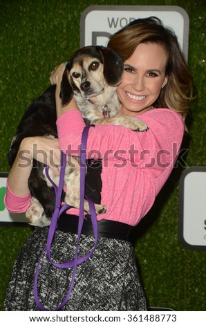 LOS ANGELES - JAN 9:  Keltie Knight at the The CW World Dog Awards at the Barker Hanger on January 9, 2016 in Santa Monica, CA
