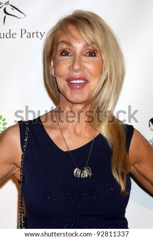 LOS ANGELES - JAN 12:  Linda Thompson. arrives at  the Los Angeles Derby Prelude Party at The London Hollywood Hotel on January 12, 2012 in West Hollywood, CA