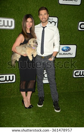 LOS ANGELES - JAN 9:  Roselyn Sanchez, Eric Winter at the The CW World Dog Awards at the Barker Hanger on January 9, 2016 in Santa Monica, CA