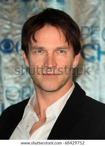 "LOS ANGELES - JAN 05: Stephen Moyer  ""2011 People's Choice Awards""  at Nokia Theatre on January 05, 2010 in Los Angeles, CA"