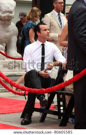 LOS ANGELES - JUL 7:  Justin Theroux at the Jennifer Aniston Handprint & Footprint Ceremony at Grauman's Chinese on July 7, 2011 in Los Angeles, CA