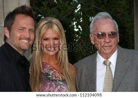 LOS ANGELES - JUL 24:  Keith Zubulevich,  Nancy O'Dell, & her father Leonard Humphries arrives at  the 12th Annual HollyRod Foundation DesignCare Event  on July24, 2010 in Beverly Hills, CA